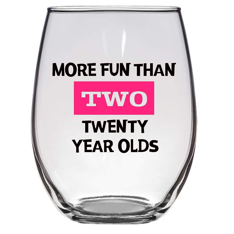 Copa de vino con texto en inglés