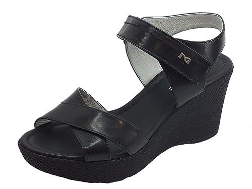 Sandali NeroGiardini per donna in pelle nera con zeppa e chiusura a strappo