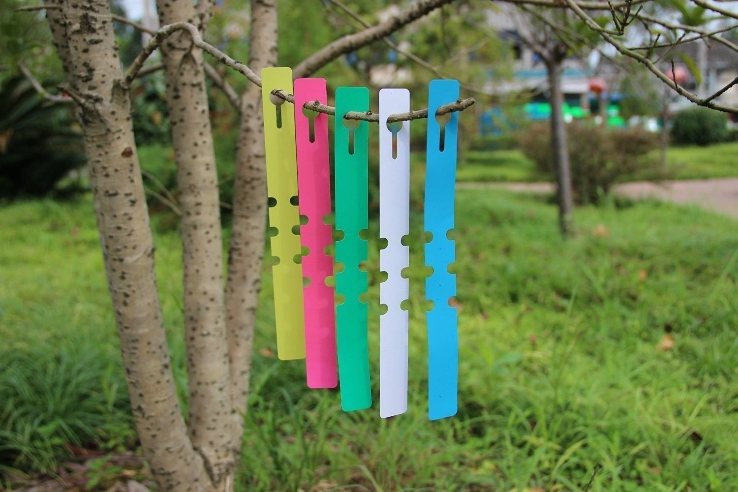 Wankko 240Pcs Assorted Colors Plastic Plant Tree Tags Garden Plant Lables Plant Hanging Tags 20x2cm Wrap Around Nursery Garden Labels Large Writing Surface Markers Reusable