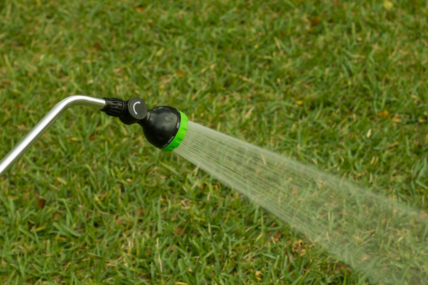 Garden Spray Watering Wand for Hose with 7 Nozzle Patterns and Easy Shut Off Valve for Lawns, Gardens, Baskets, Flowers, Shrubs, and More, 33 Inch Long Handle, by Garden Products USA by Garden Products USA (Image #4)