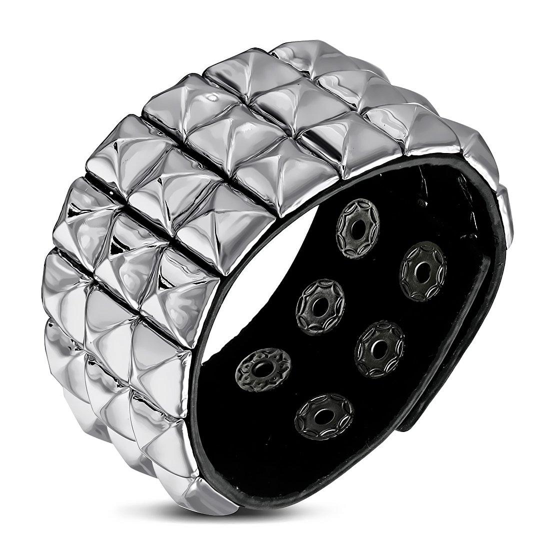 Véritable Cuir Noir Grille/Checker rangée de pyramide à tige Snap Bracelet NRG Leather Bracelets 205-TTX081