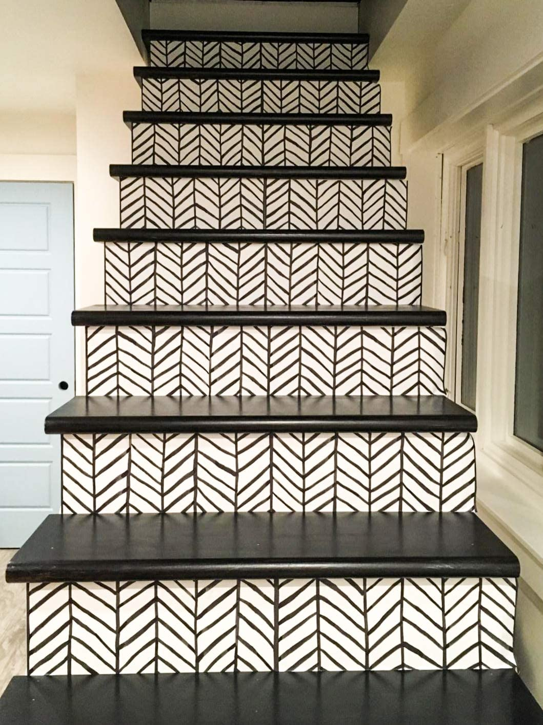 pared lateral Papel pintado autoadhesivo de vinilo impermeable con l/íneas de espiga puerta delantera color negro y blanco ConCus-T escaleras para cocina ba/ño