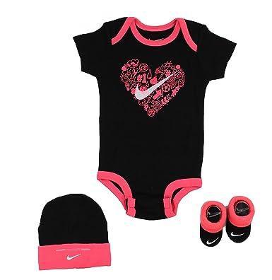 5351e3980d21 Amazon.com: NIKE Girls Doodle Heart 3 Piece Infant Set: Clothing