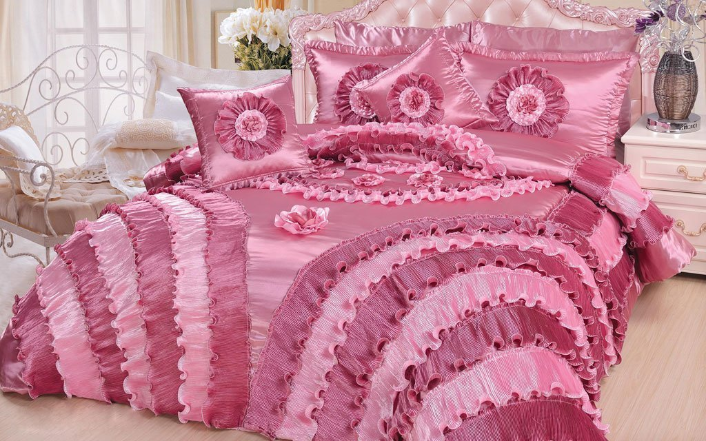 DaDa Bedding 5-Piece Victorian Satin Comforter Set, California King, Pink