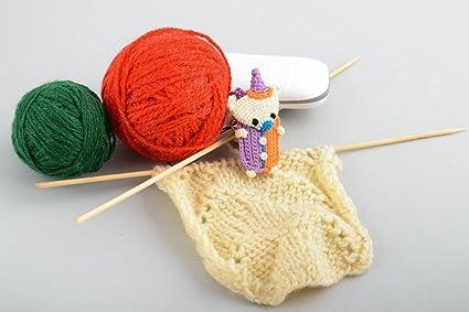Llavero artesanal con froma de juguete de peluche pequeno amigurumi original
