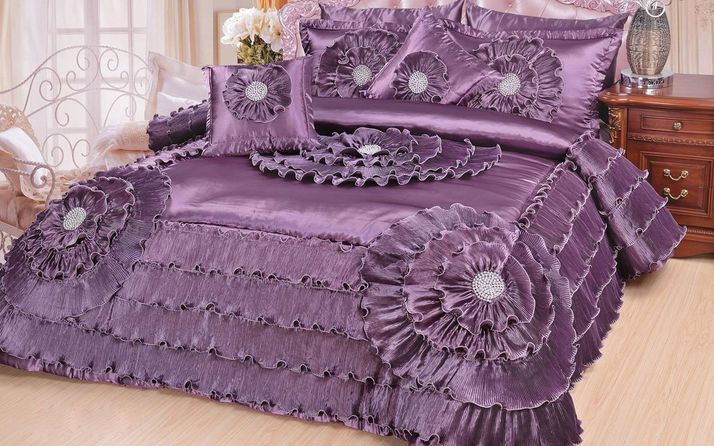 DaDa Bedding Quinceanera 5-Piece Victorian Satin Comforter Set, California King, Purple