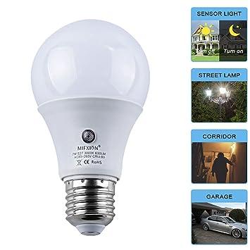 Amazon.com: topchances LED Bombillas 7 W E27 Sensor Dusk to ...