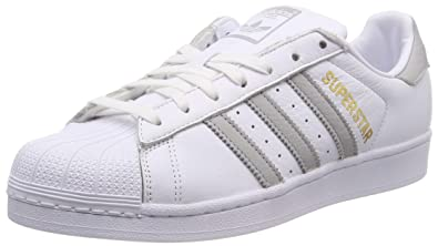 the latest 8a565 c6c21 adidas Superstar W, Chaussures de Gymnastique Femme, Blanc (FTWR Grey Two  F17