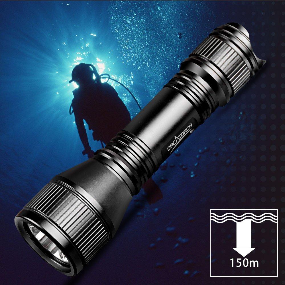 Linterna de buceo ORCATORCH D550 con interruptormagné tico hasta 150 metros de profundidad.