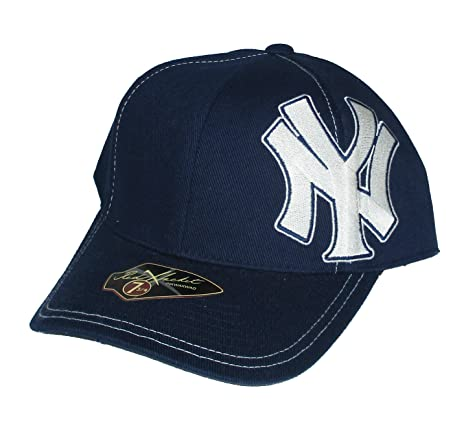 Amazon.com   New York Yankees Fitted Size 7 3 4 NY Side Logo Navy ... 1b761c0b784e