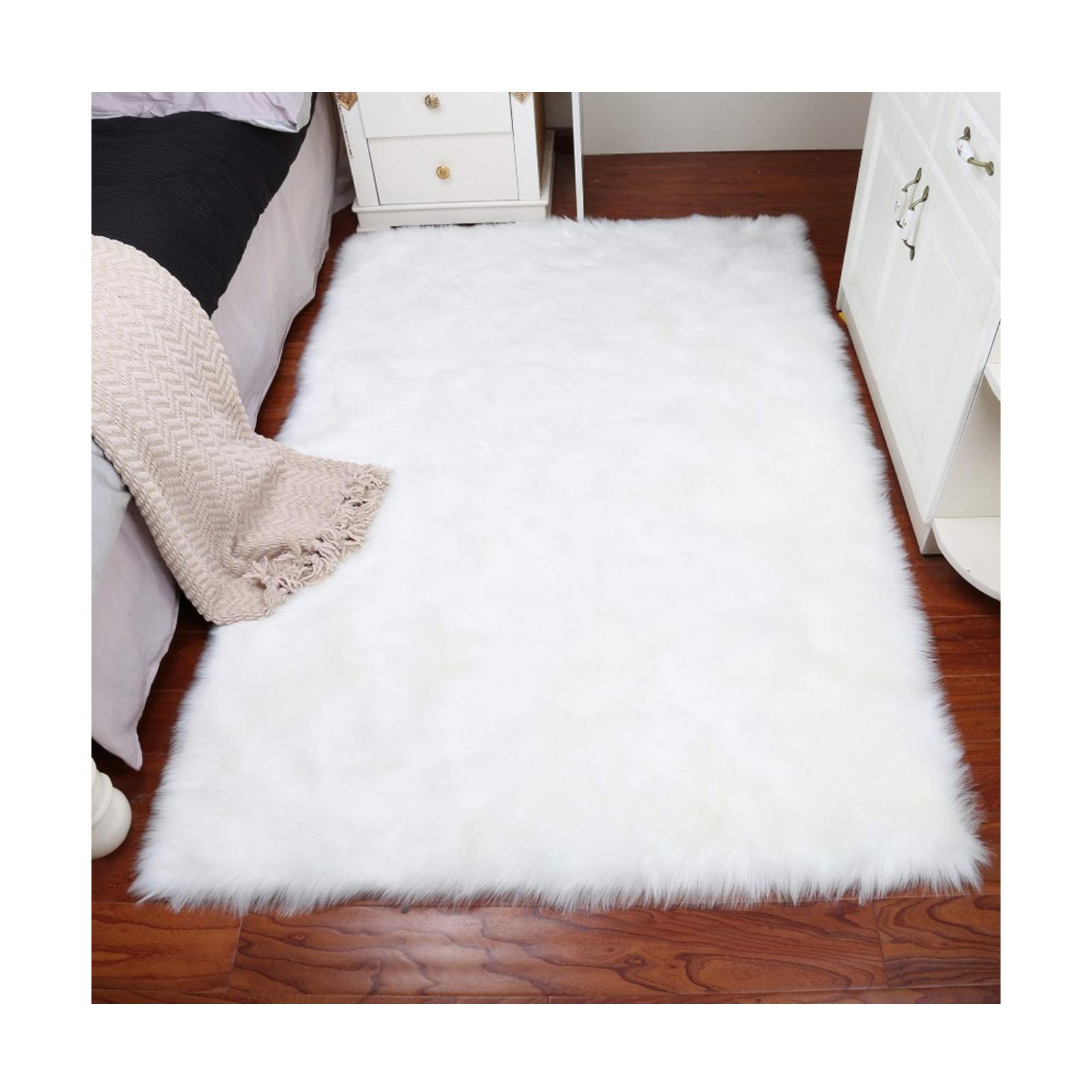 Elhouse Home Decor Rectangle Rugs Faux Fur Sheepskin Area Rug Shaggy Carpet Fluffy Rug for Baby Bedroom,2ftx5ft,White