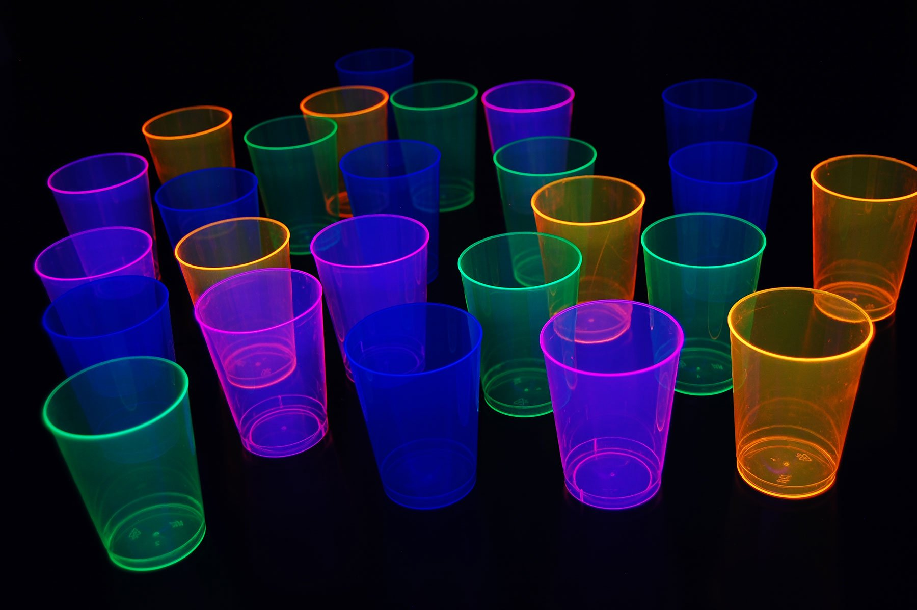 100ct Blacklight Reactive 10oz Party Cups + 5 Blacklight Balloons (Neon Assorted)