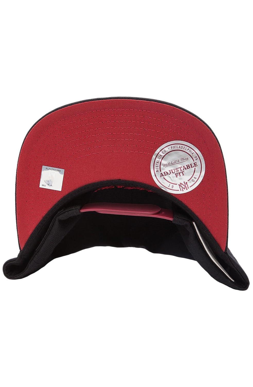 5474a939571c1b Amazon.com: Mitchell & Ness Chicago Bulls World Champions 72-10: Clothing
