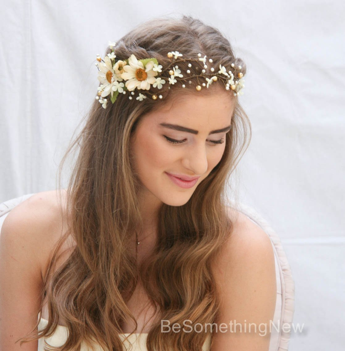 Floral Hair Vine of Ivory Daisies and Pearls, Beaded Woodland Wedding Crown Headpiece, Bridal Hair Accessory