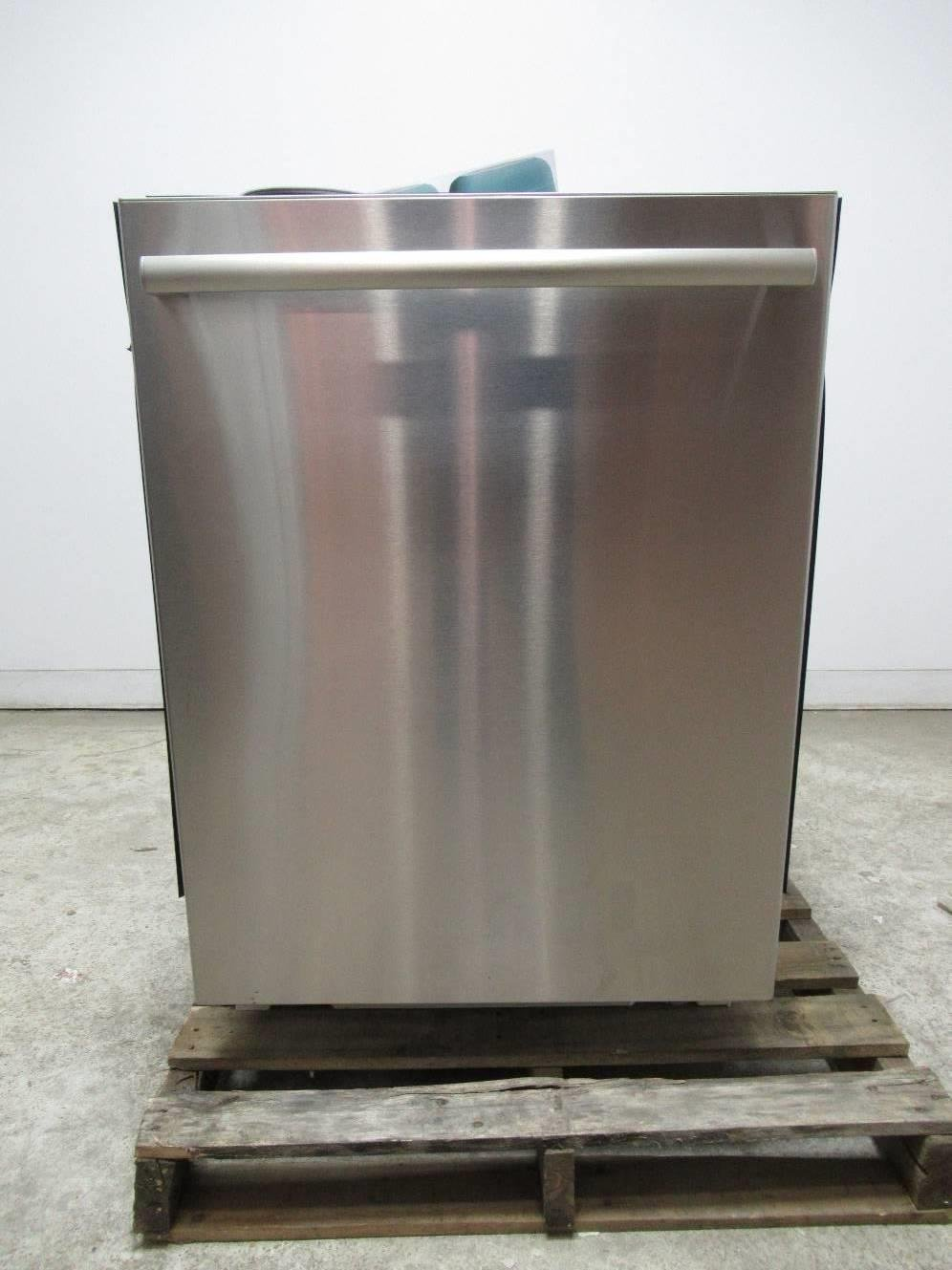 BOSCH Benchmark Series 24 40 dBA Fully Integrated Dishwasher SHX88PW55N
