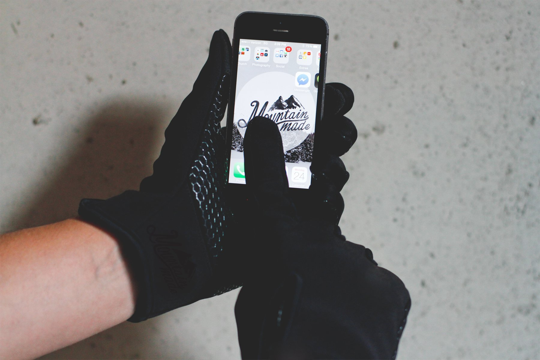 Mountain Made Cold Weather Gloves for Men and Women 2.0 with NEW UPGRADED ZIPPPERS,black,large by Mountain Made (Image #6)