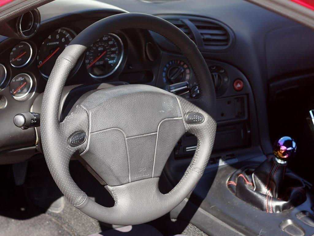 Amazon.com: Mazda RX7 1993-02 cubierta del volante de RedlineGoods: Automotive