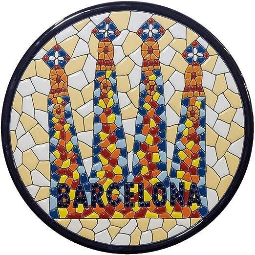 Cerámica española. Souvenir Barcelona Cerámica Andaluza. Plato Sagrada Familia cerámica Decorativa andaluza 28cms. Regalos Originales. Recuerdo artesanía de BCN.: Amazon.es: Hogar