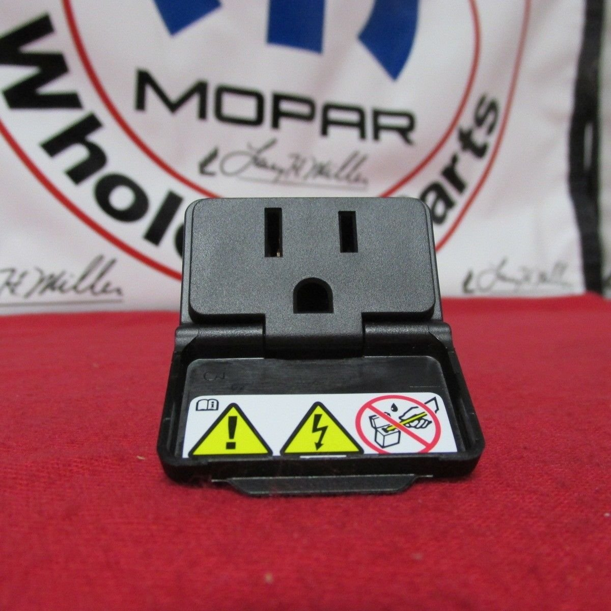 71t5AoQhUFL._SL1200_ amazon com new oem dodge jeep chrysler power inverter outlet 115v  at fashall.co