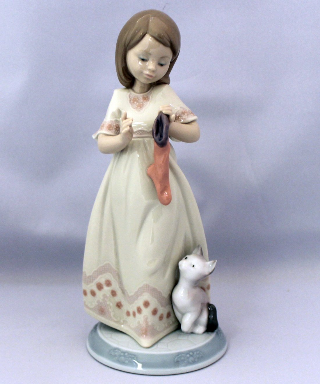 Lladro the Night Before Christmas - A Stocking for Kitty 06669