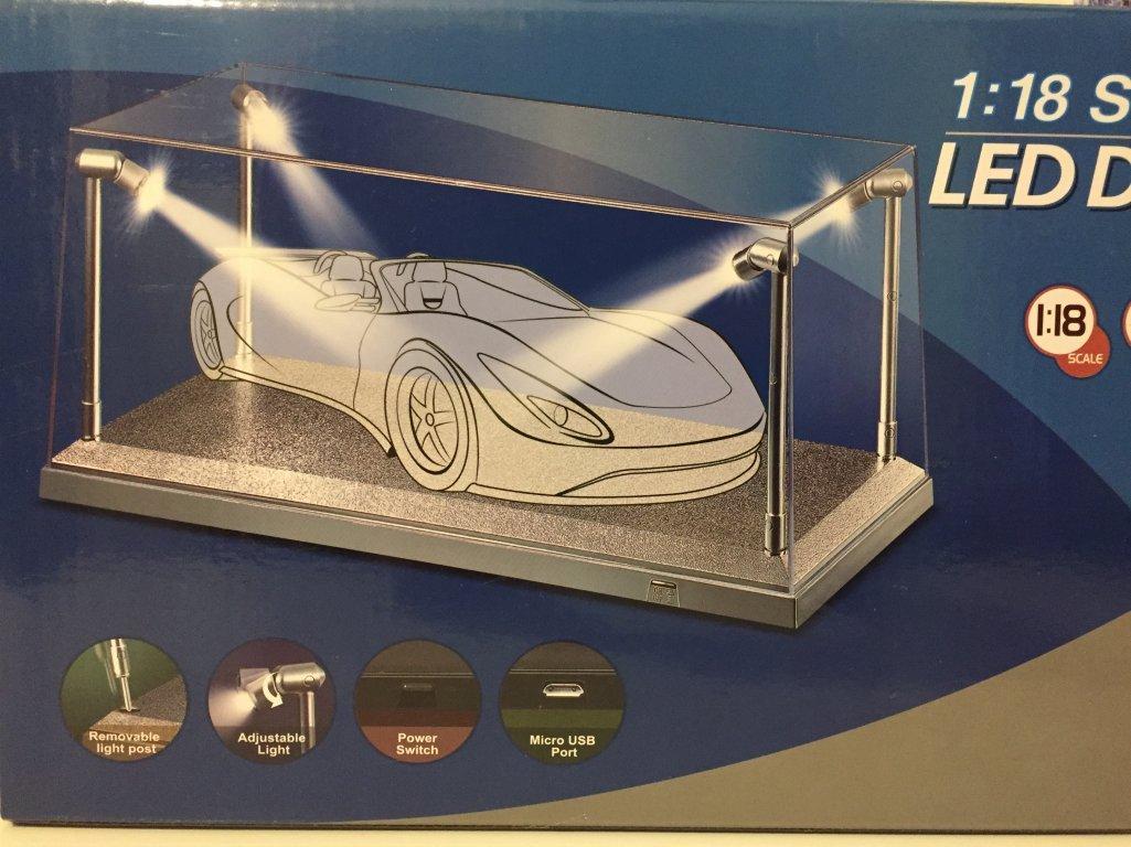 Triple 9–T9–189922–Scatola–Vetrina Show–Case 1/18th–LED–scala 1/18–plexiglass/argento T9-189922