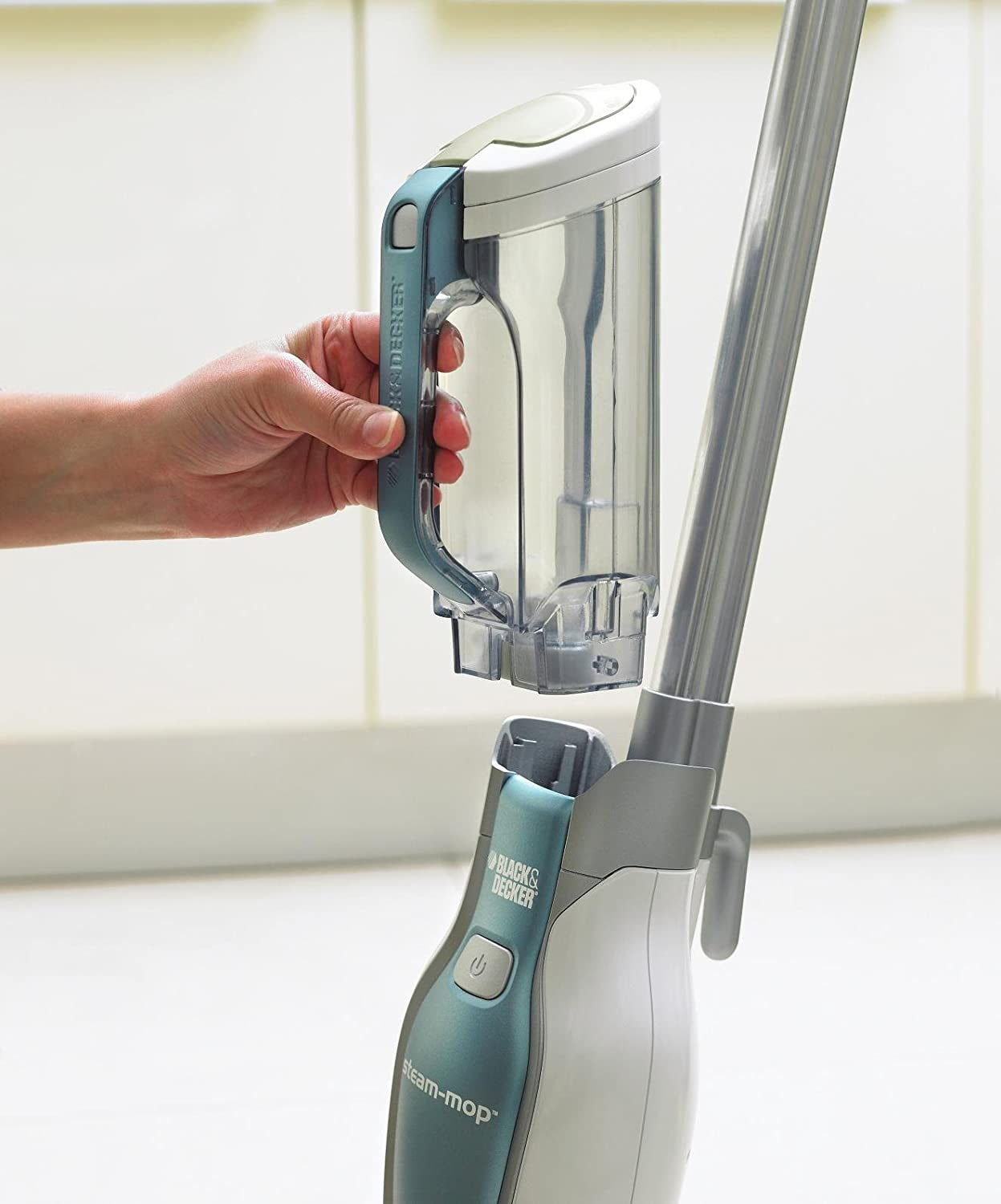 black and decker 1600w deluxe steam mop hand command fsm1630nd new ebay. Black Bedroom Furniture Sets. Home Design Ideas
