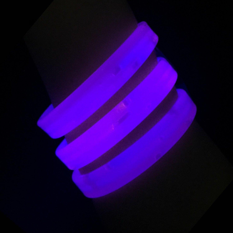 "Glow Sticks Bulk Wholesale Wristbands, 25 9"" Purple Triple-Wide Glow Bracelets, Bright Color, Glow 8-12 Hrs, 25 Connectors Included, Glow Party Favors Supplies, Sturdy Packaging, GlowWithUs Brand"