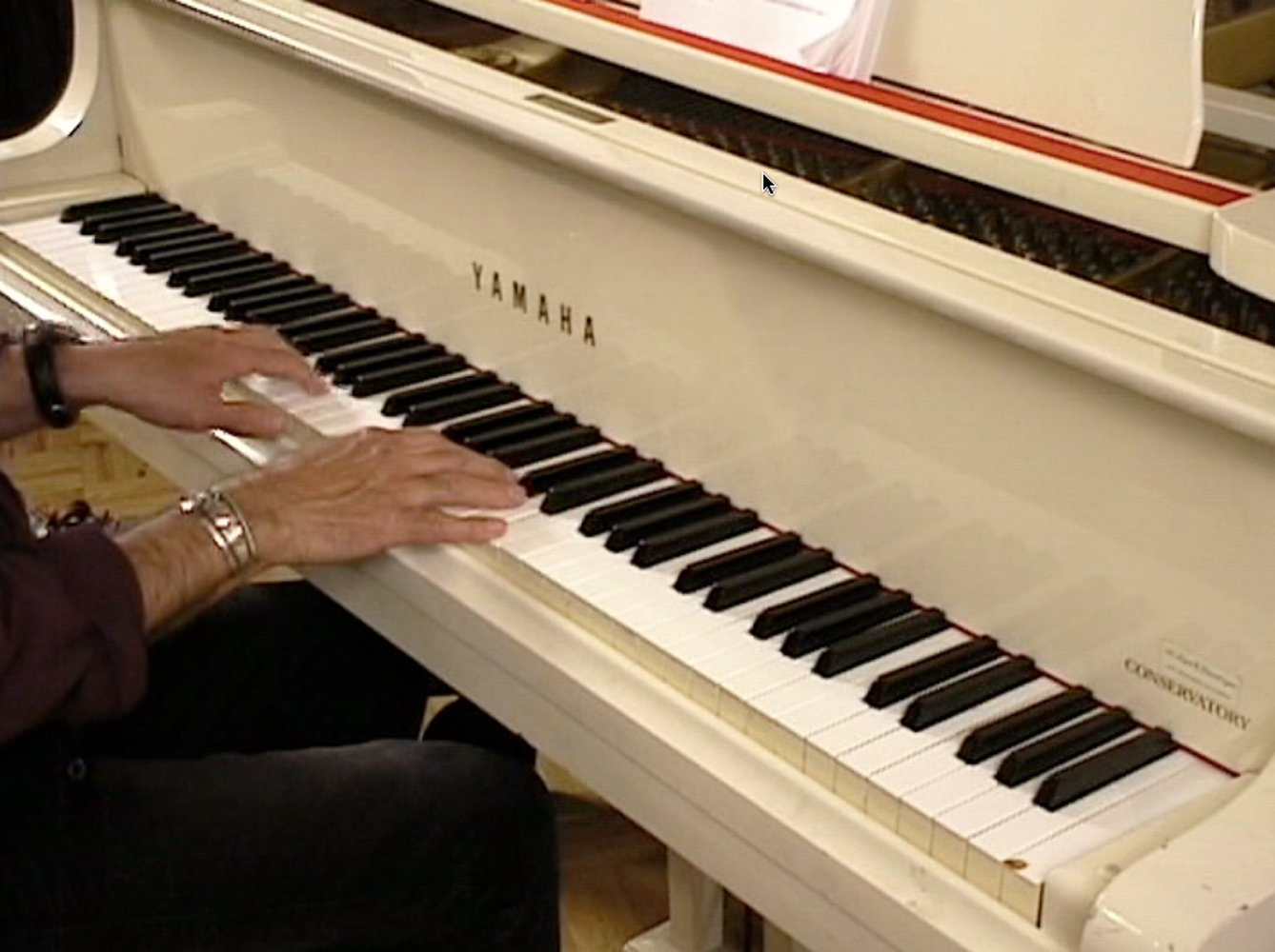 Amazon best learn to play the piano lessons for beginners amazon best learn to play the piano lessons for beginners perfect video for the piano keyboard teaching detailed scales notes chords progressions baditri Choice Image