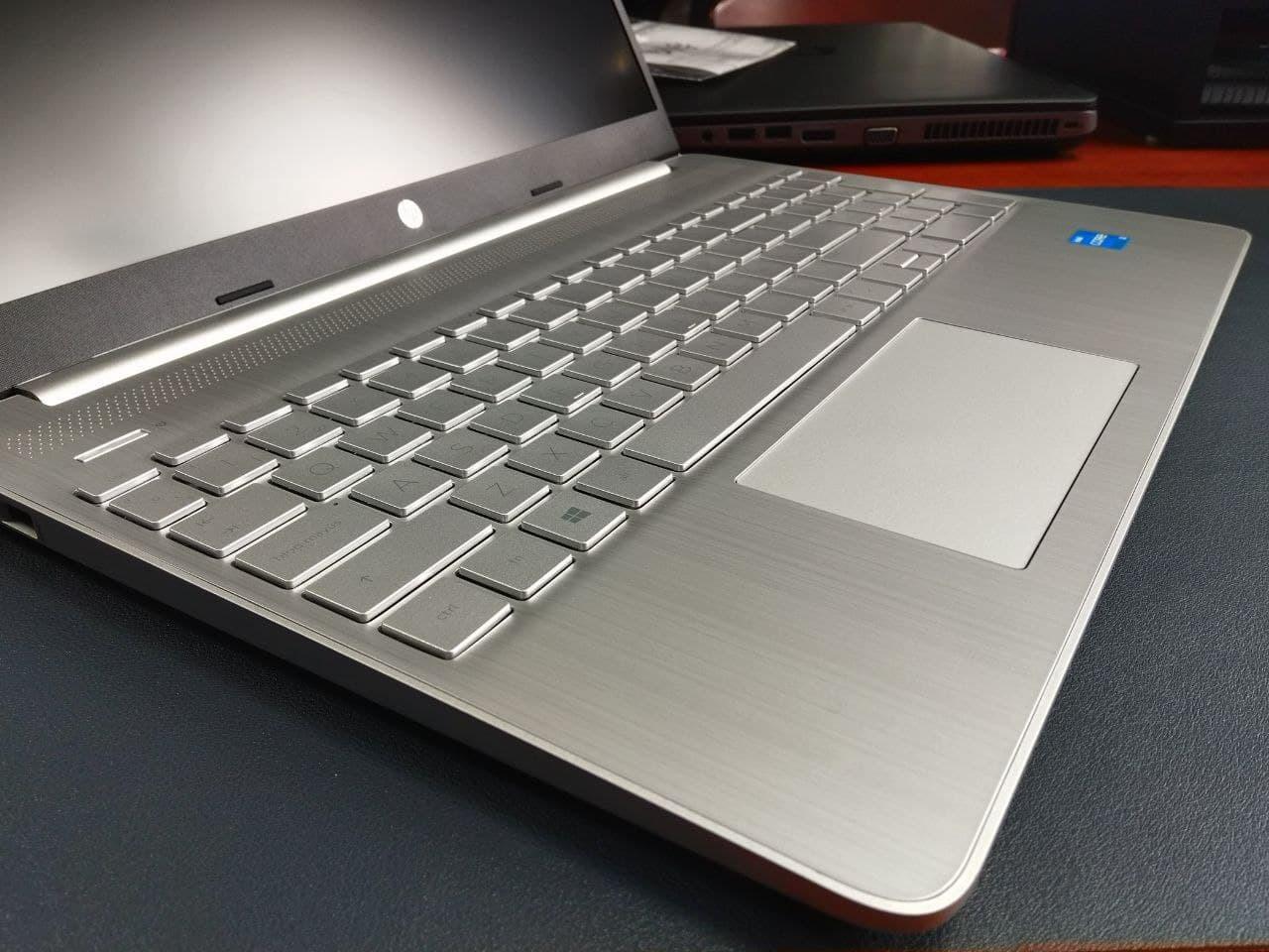 "HP 15s-eq1073ns - Ordenador portátil de 15.6"" FullHD (Ryzen 7-4700U, 12GB de RAM, 1TB SSD, Amd Radeon Integrated Graphics, Sin sistema operativo ) Plata - teclado QWERTY Español"