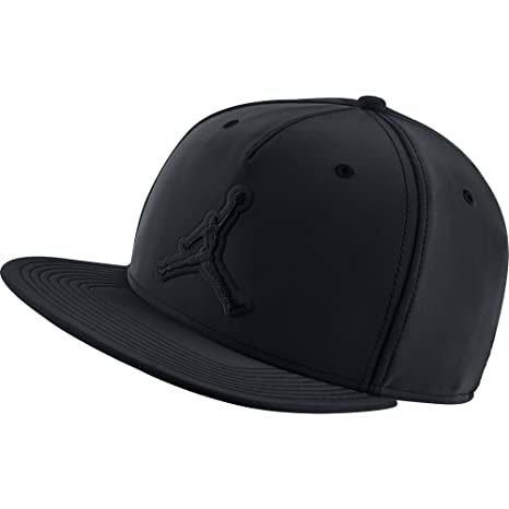 Amazon.com  Jordan 5 Retri Snapback Hat Black Black  Sports   Outdoors d024a2fecba