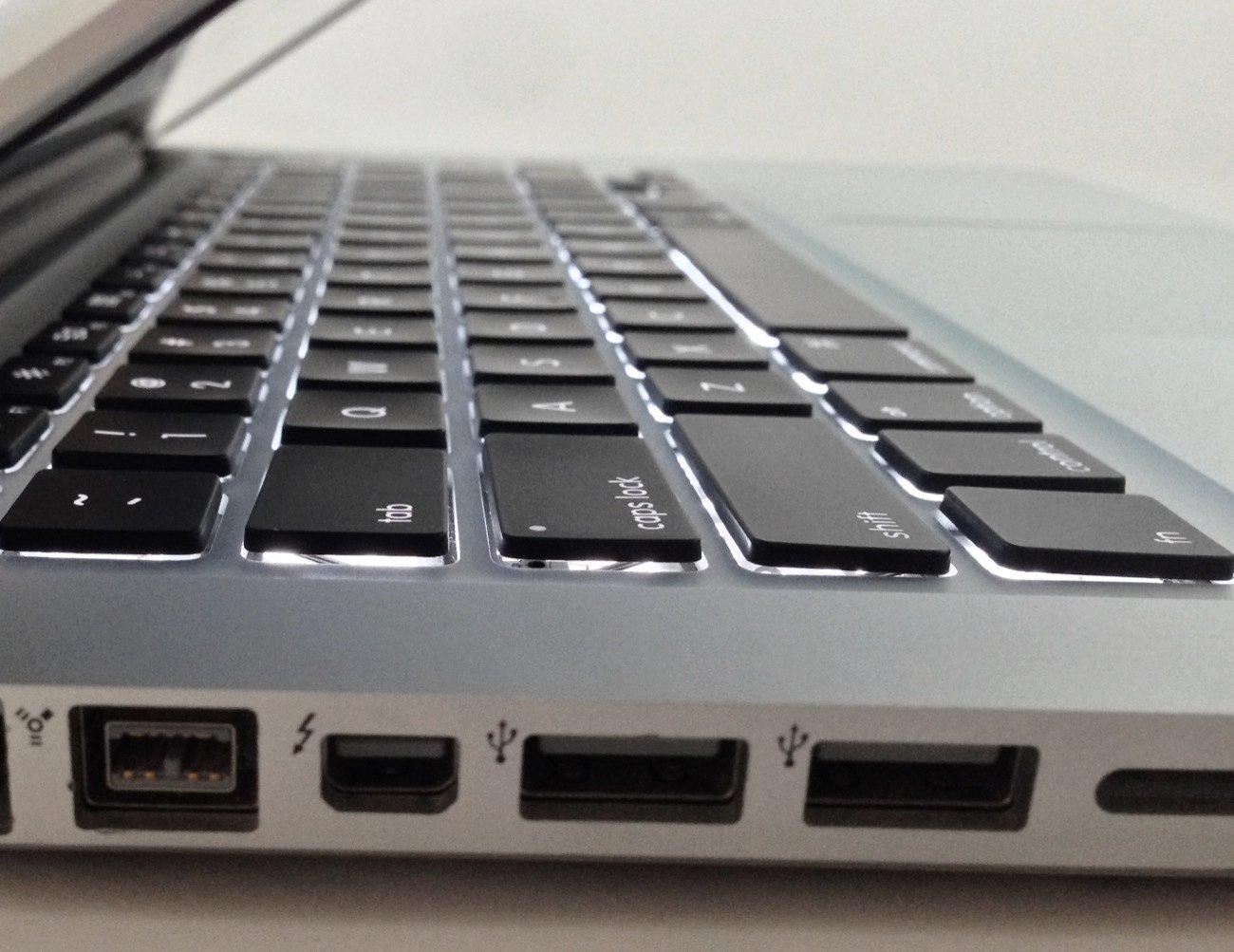 amazon com apple macbook pro mb990ll a 13 3 inch laptop