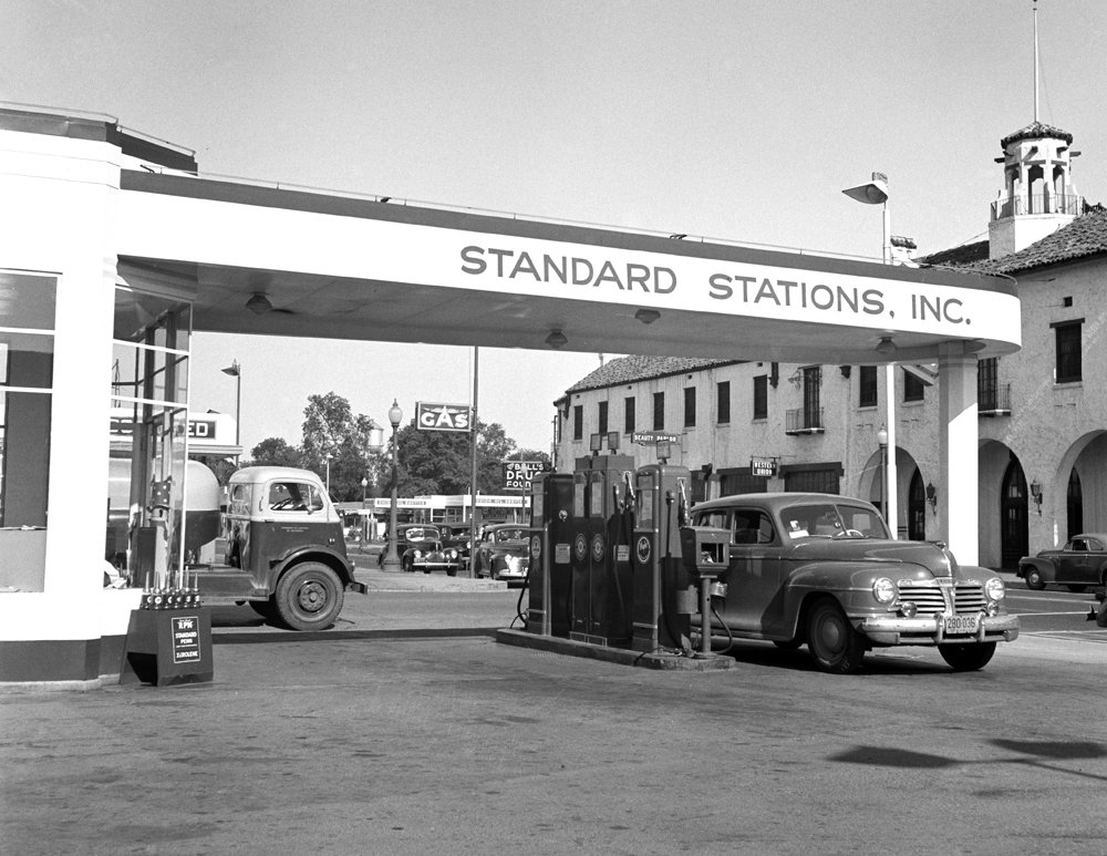 Amazon.com: 1942 Gas & Service Station, Tracy, California Vintage  Photograph 8.5