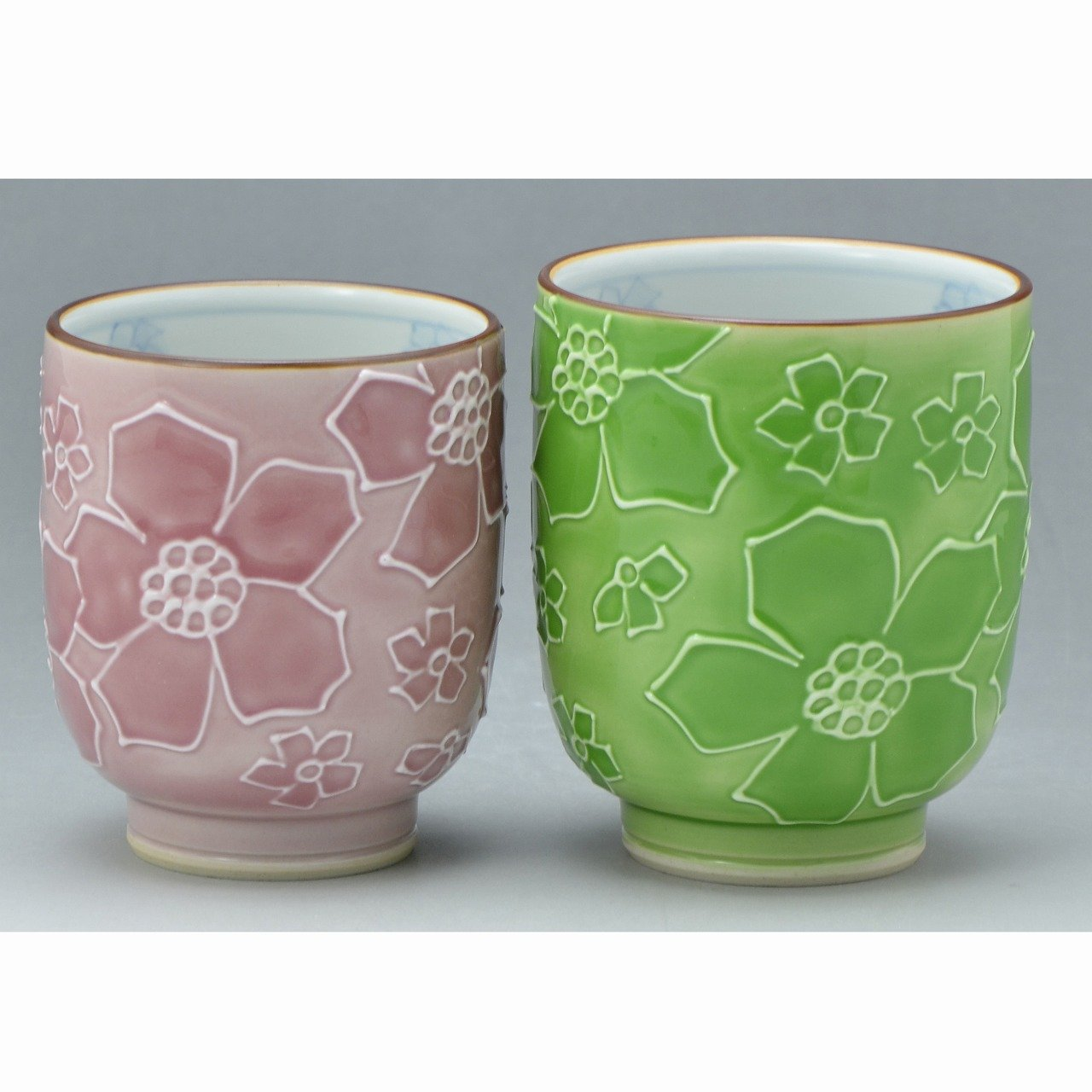 京焼清水焼 磁器 夫婦組湯呑 花いっちん(緑ピンク) 紙箱入 Kiyomizu-kyo yaki. Hana icchin green and pink Set of 2 Teacups Yunomi with paper box. Porcelain.   B0793Q1L9F