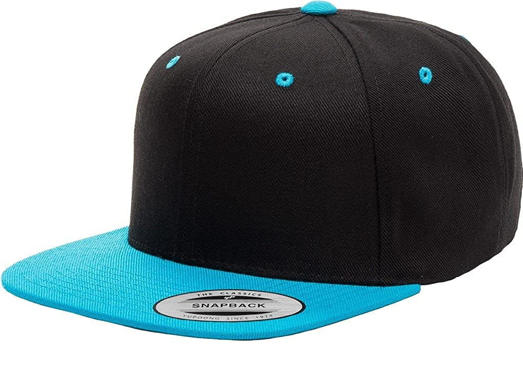 c5e1ba6bcc7 Flexfit Classic Wool Snapback with Green Undervisor Yupoong 6089 M T  (Black) at Amazon Men s Clothing store