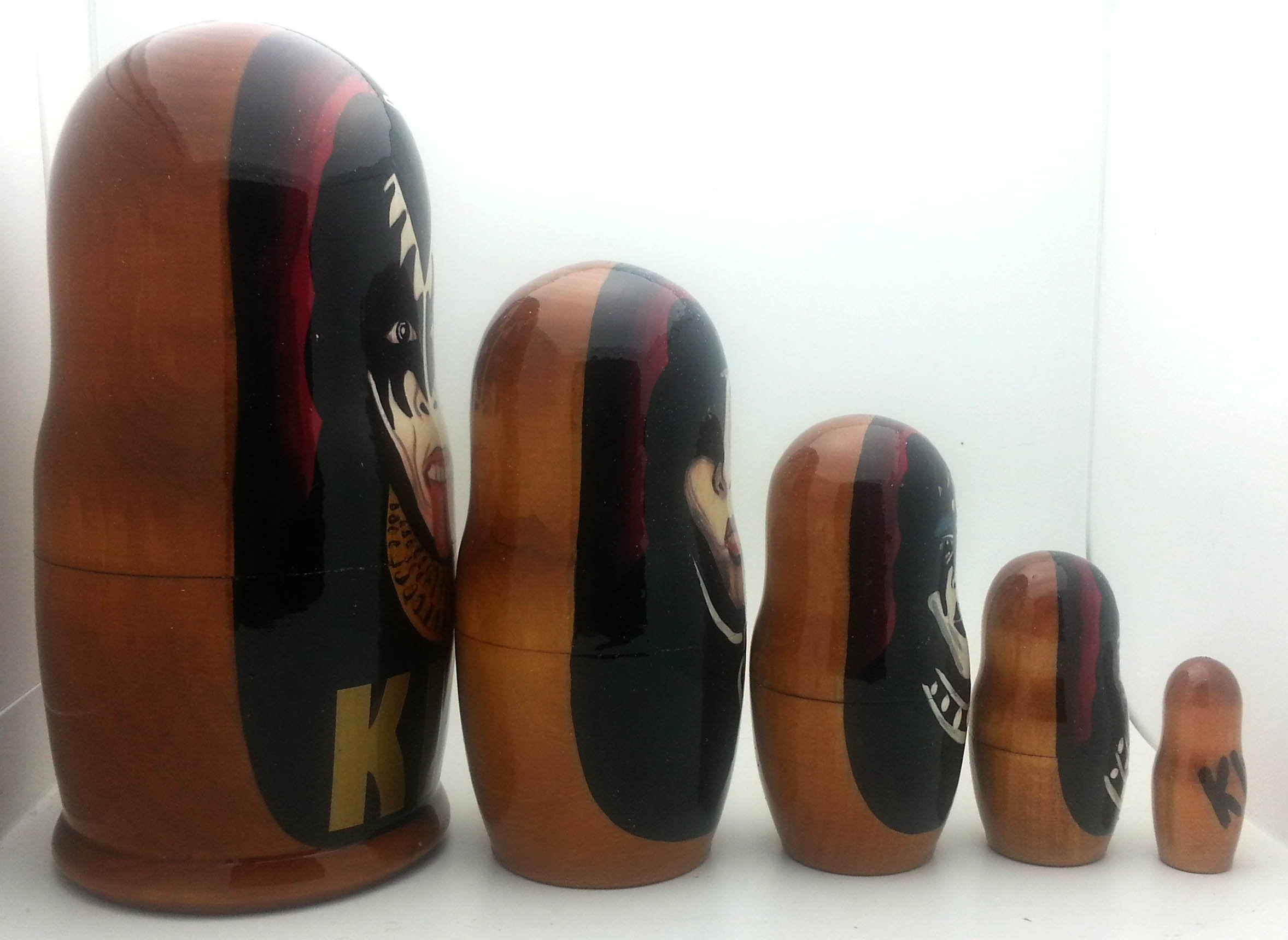 Kiss Russian Nesting dolls 5 piece DOLL Set 7 by BuyRussianGifts (Image #3)
