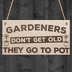 """VinMea Gardeners Don't Get Old They Go to Pot Wooden Hanging Garden Plaque Shabby Chic Sign Wooden Signs 4"""" X 8"""""""