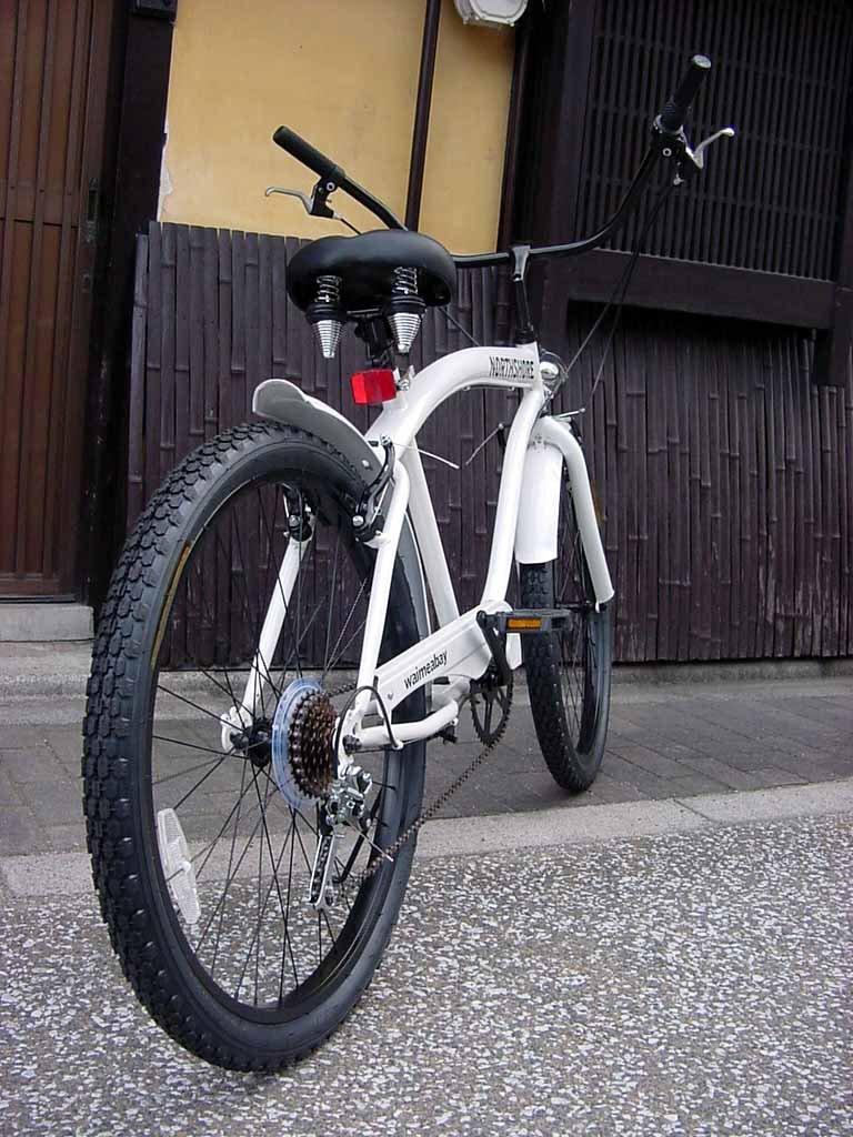 ビーチクルーザー 自転車 シマノ6段変速 極太フレーム 砲弾型ライト付 B017XIAORU WHITE WHITE