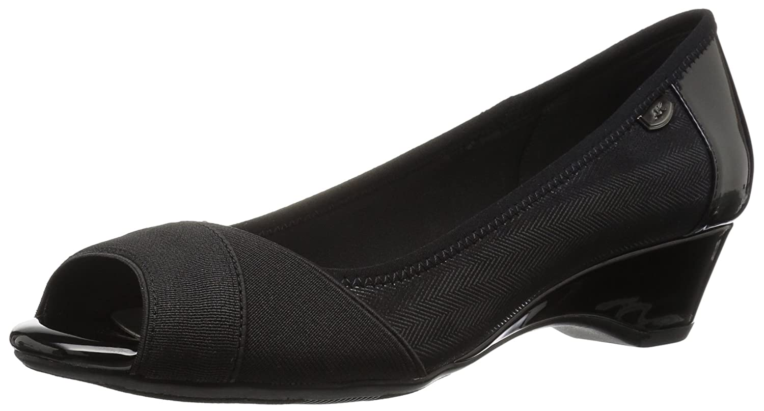 Anne Klein Women's Memory Wedge Pump B079GCHTBY 7 B(M) US|Black/Multi Fabric