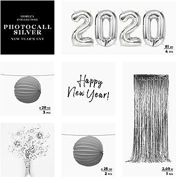 Horeca Collection [Pack Ahorro Photocall Nochevieja 2020 Luxury Pack- Color Plata - Incluye Globos Metalizados Plata 2020, Cortina Metalizada Foil y Lámparas Papel ...