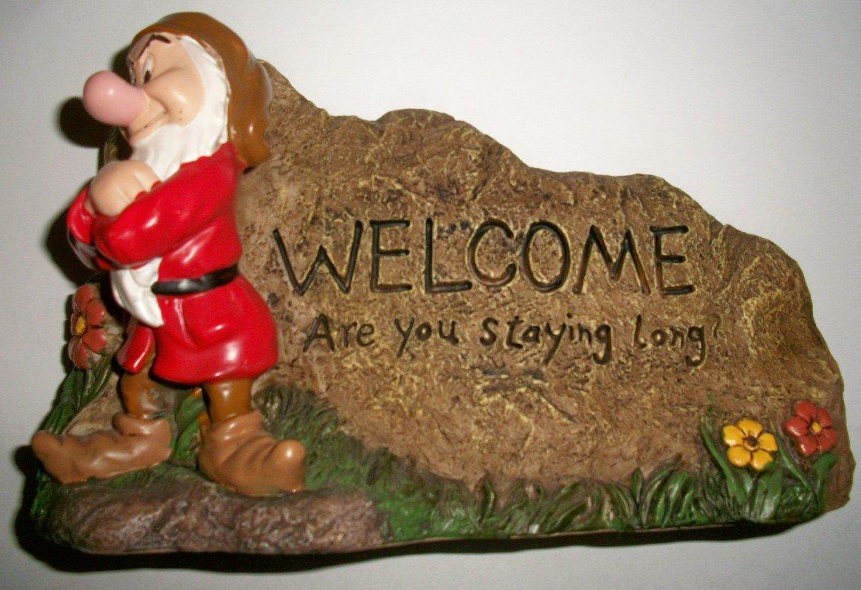 Amazon.com : Snow White & The 7 Dwarves Grumpy Garden Welcome Rock ...