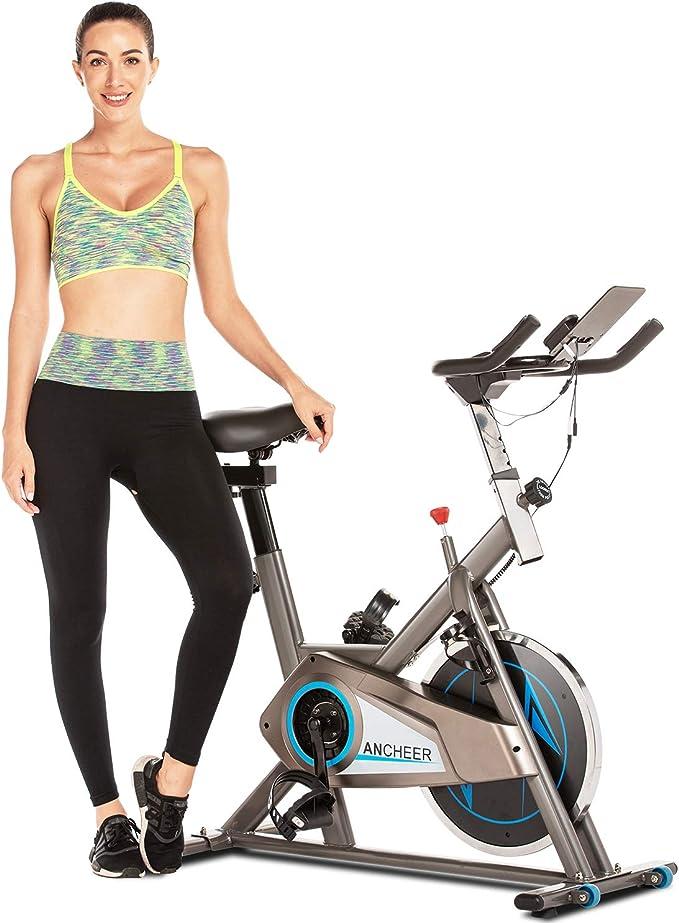 bis 150KG ANCHEER Indoor Cycling Bike Heimtrainer Hometrainer Fahrrad Verstellbarem Sitzkissen Lenker und Basis Silent Belt Drive Verchromtes mit Halterung
