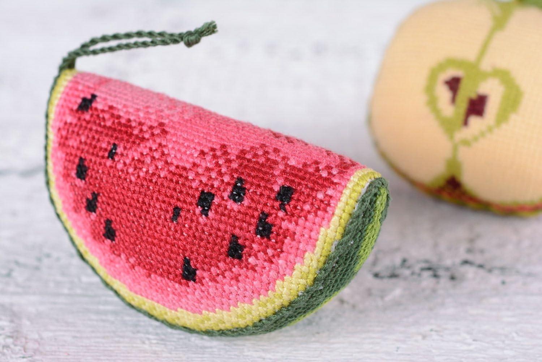 HandmadeCrafts Alfiletero, en Tela de algodón Bordado de Punto de Cruz Hecho a Mano melón de Agua: Amazon.es: Hogar
