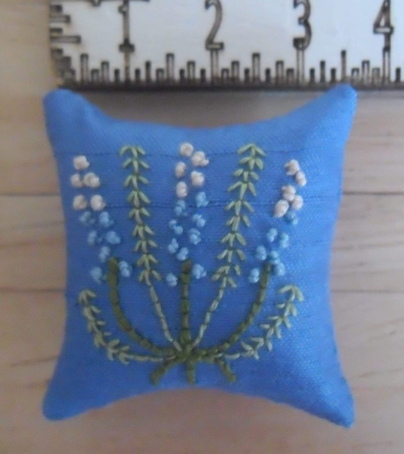 1//12th Scale Dolls House Hand Embroidered Lupins Design Blue Cushions with Blue /& White Flowers