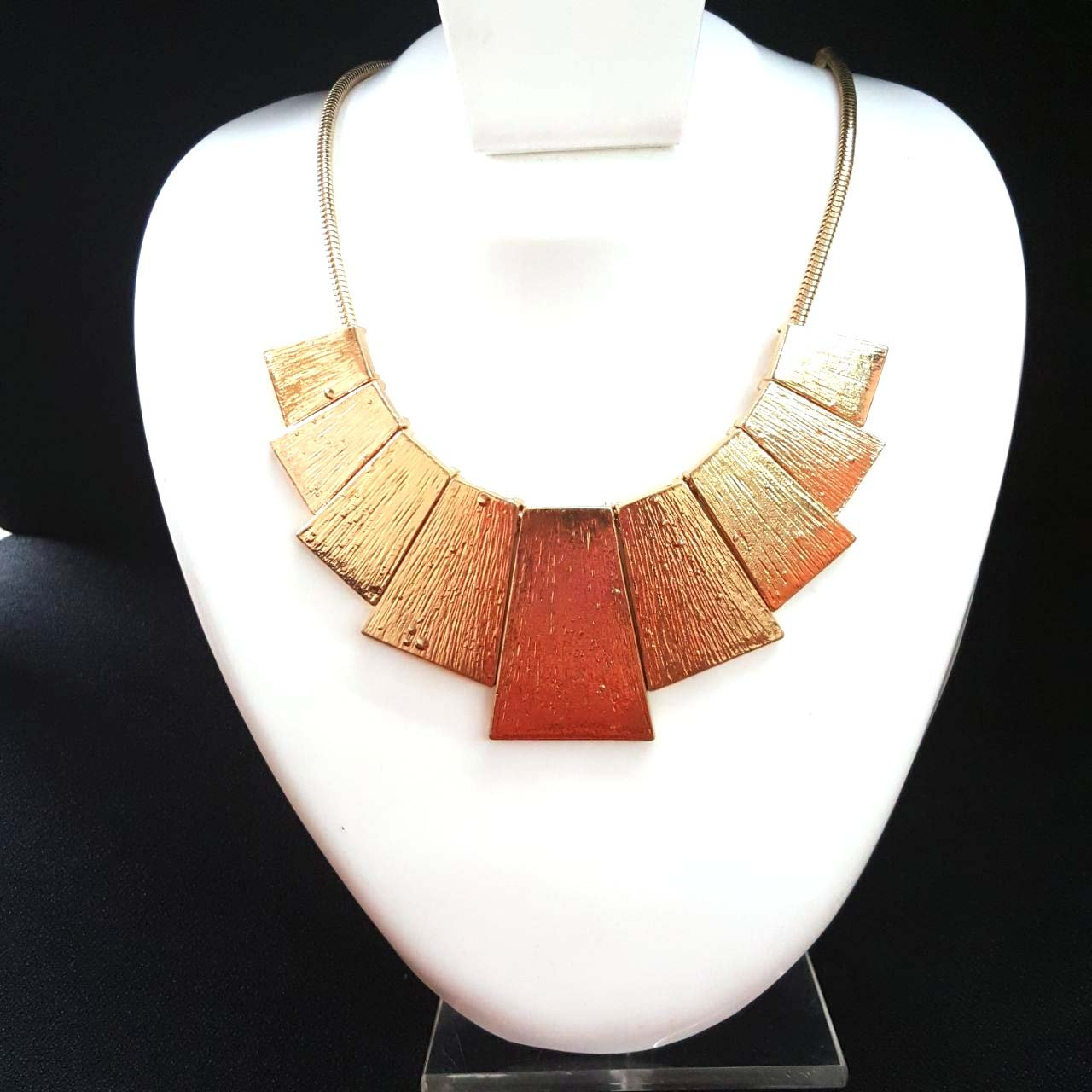 Weight- 2.78 Necklace- 20 inch Jaipri Antique Acrylic Golden Color Chain Necklace For Girls And Women
