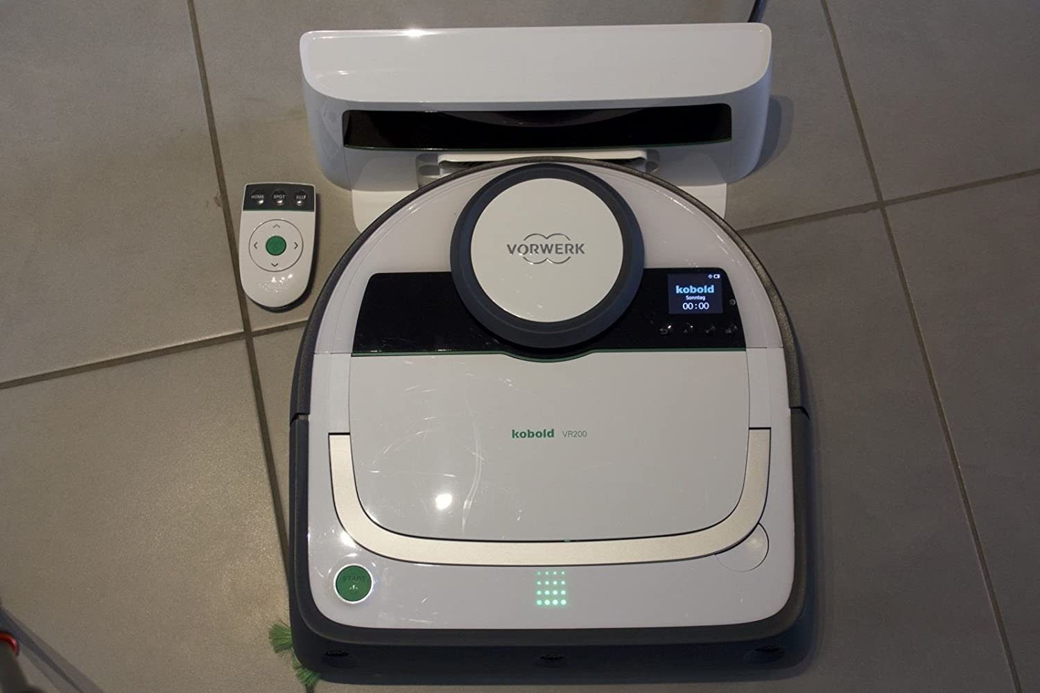 Robot aspirador Vorwerk Folletto modelo VR 200, embalado: Amazon ...
