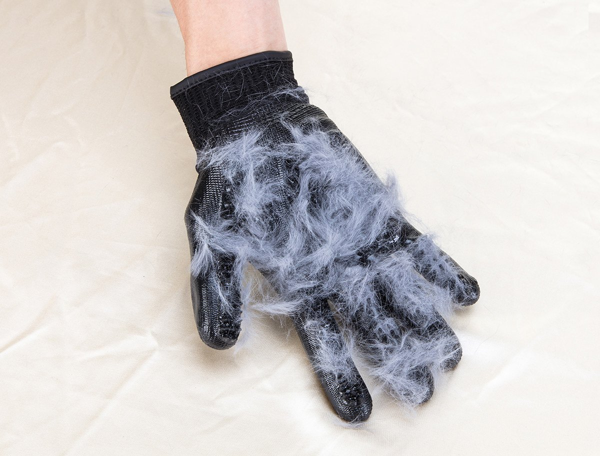LibbyPet Pet Glooming Gloves for Cats and Dogs Hair Remover Deshedding Brush Glove Combing Massage for Long & Short Fur – Left & Right Hand (Black-S) by LibbyPet (Image #4)