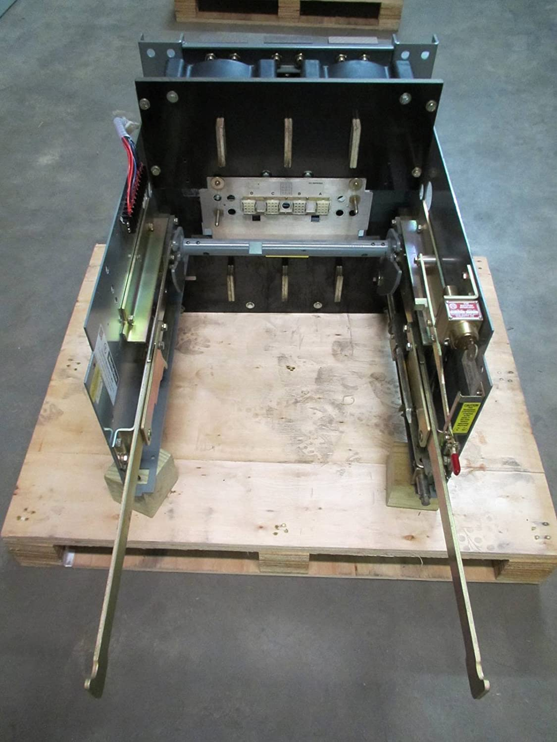 Westinghouse Spb 100 65 1600a Drawout Mounting Frame 16spbd0s Square D Qo120gficp 20amp 1pole Gfci Circuit Breaker 16spbdos Industrial Scientific