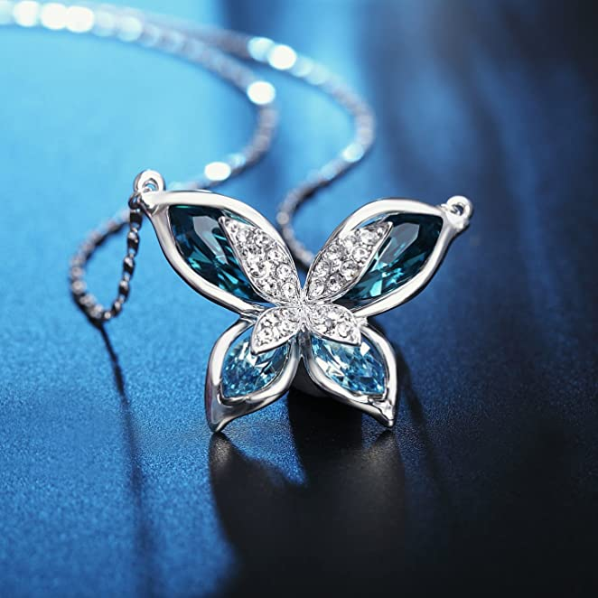 SIVERY SWAROVSKI CRYSTALS OCEAN BLUE BUTTERFLY PENDANT NECKLACE