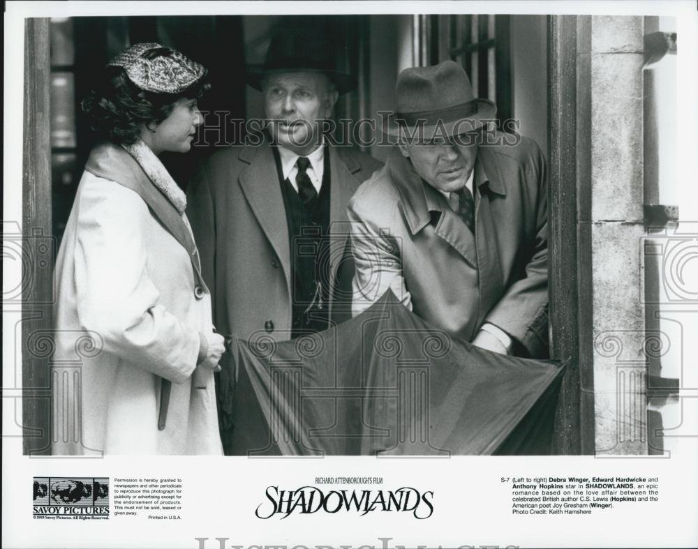 Amazon.com: Vintage Photos 1993 Press Photo Debra Winger, Edward Hardwicke, Anthony Hopkins, Shadowlands: Photographs