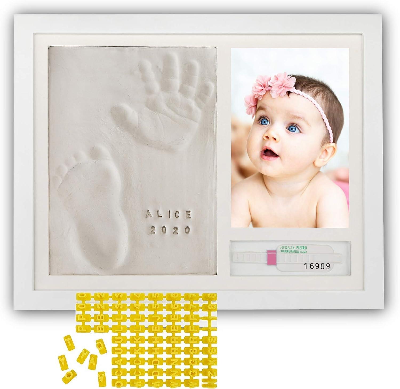 PITI COT Marco Huellas Bebé | Letras Números y Soporte para Pulsera de Nacimiento | Kit para Huella de Pie e Manos | Regalos para Bebès Recien Nacidos Bautizo Niño y Niña | Decoracion Habitacion
